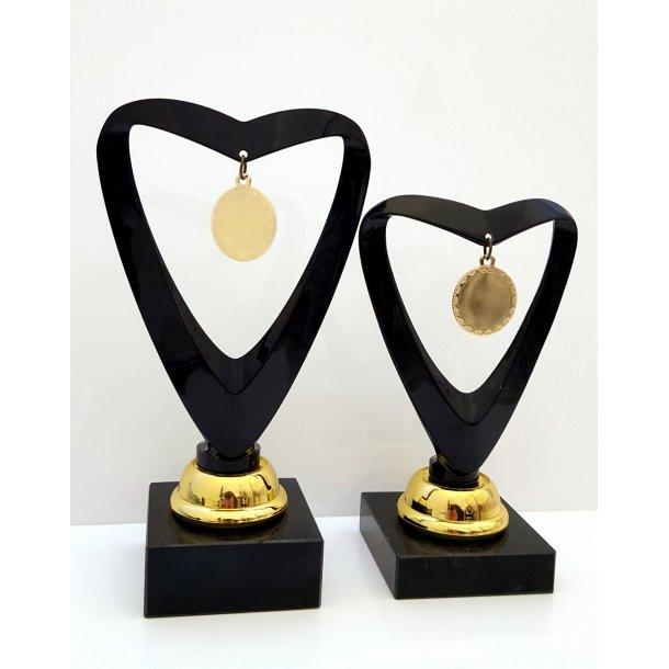 Elegant sort hjertepokal med medalje